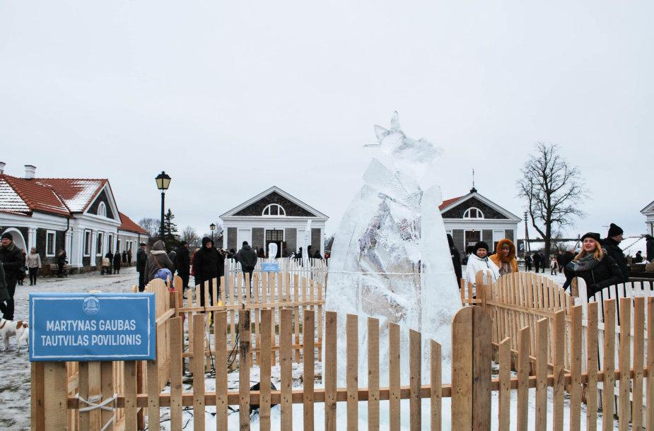 """Ledo skulptūrų ir šviesų festivalis """"Pasaka"""" / Pakruojo dvaro teritorija / Lauros Kešytės nuotr."""