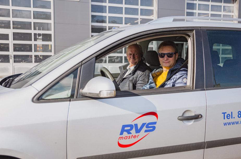 V. Milius su A. Pociumi pagerino rekordą: automobiliu be variklio alyvos nuvažiavo 307 km