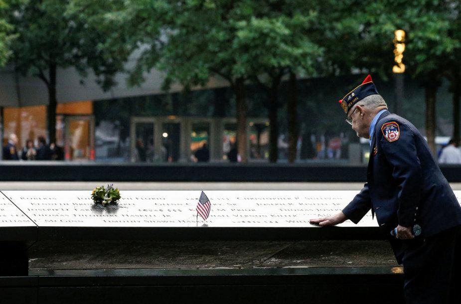 Niujorke prie Pasaulio prekybos centro renkasi rugsėjo 11-osios atakos aukų artimieji