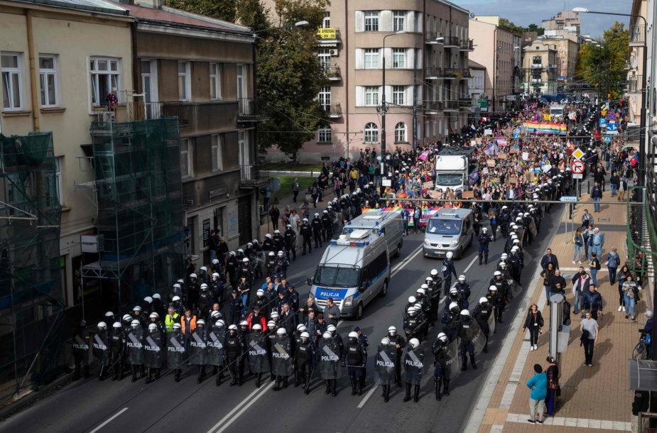 Policijos saugomos gėjų eitynės Liubline