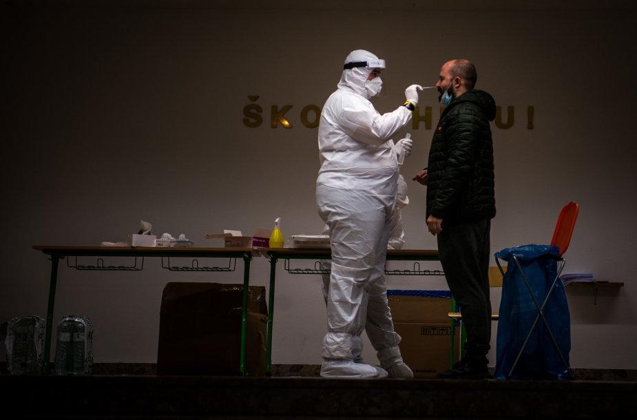 Slovakijoje vyksta visuotinis gyventojų tyrimas dėl koronaviruso