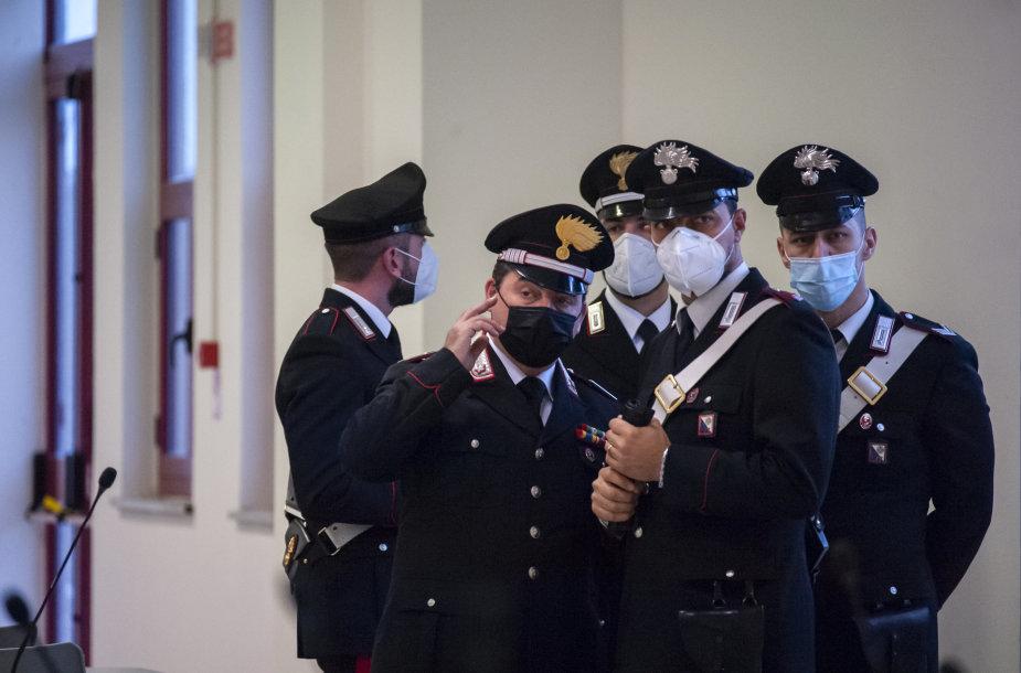 Italijoje prasideda didžiausias per 30 metų mafijos teismo procesas