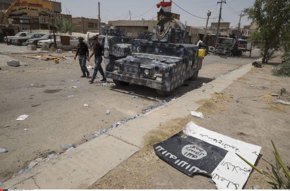 Numesta ISIS vėliava Faludžoje