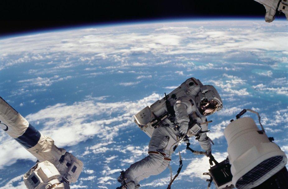 Astronautai atvirame kosmose