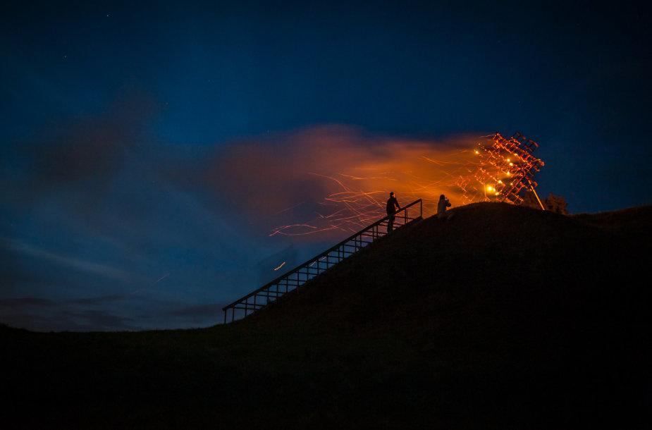 Baltų vienybės ugnies sąšauka prie Maisiejūnų piliakalnio
