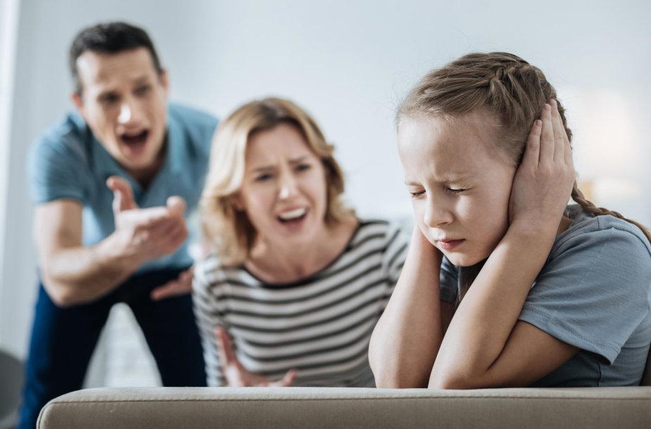 Tėvai šaukia ant vaiko