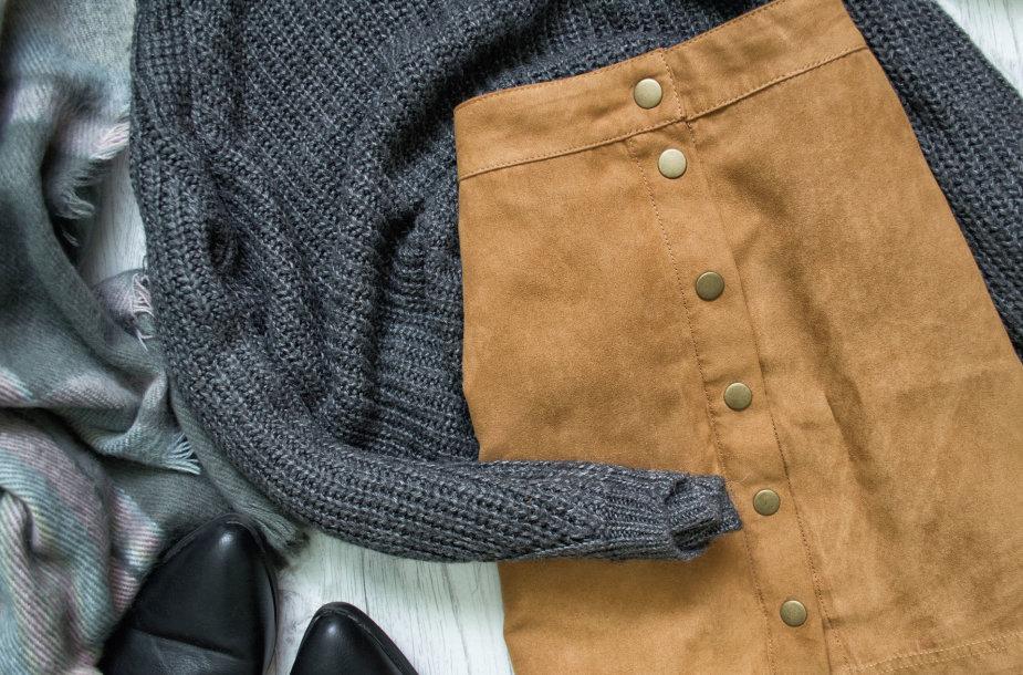 Derinys: sijonas ir megztinis