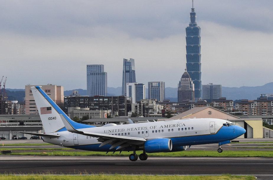 JAV delegacijos lėktuvas leidžiasi Taipėjaus oro uoste