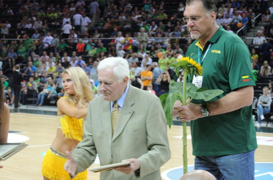 A.Sabonis ir V.Adamkus pasveikino Lietuvos vežimėlių krepšinio rinktinę  2014 m. rugpjūčio 16 d.