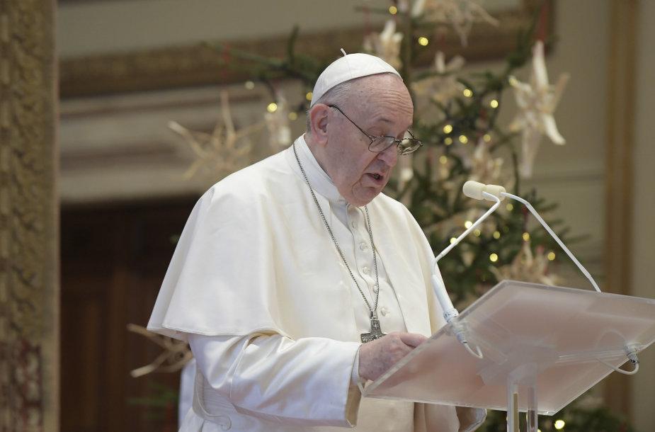 Tradicinės, tačiau šiemet kitokios Šv. Kalėdų mišios ištuštėjusiame Vatikane