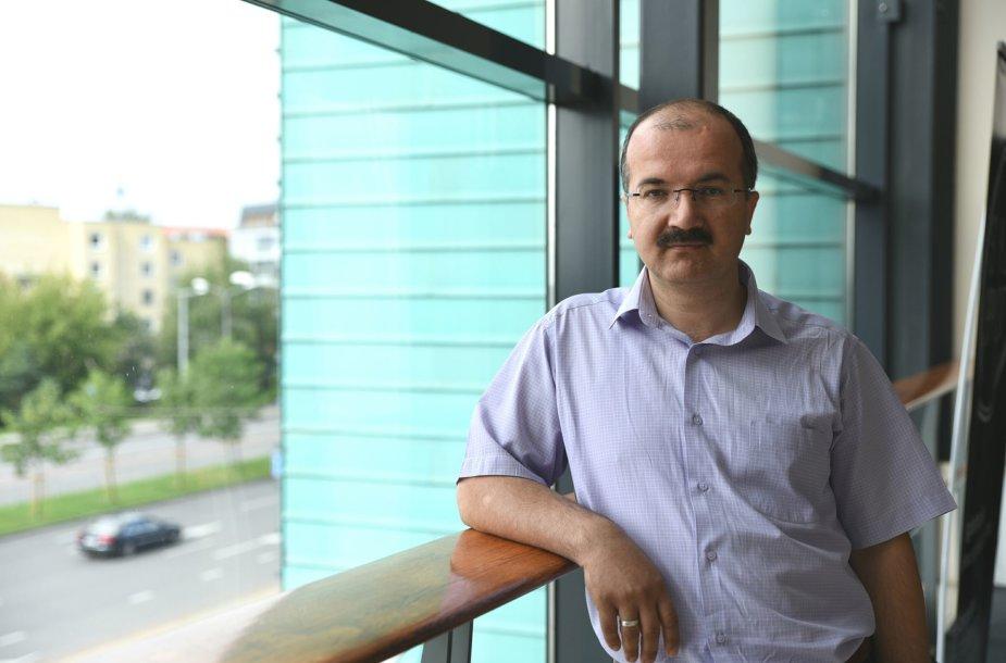 Ishakas Akay