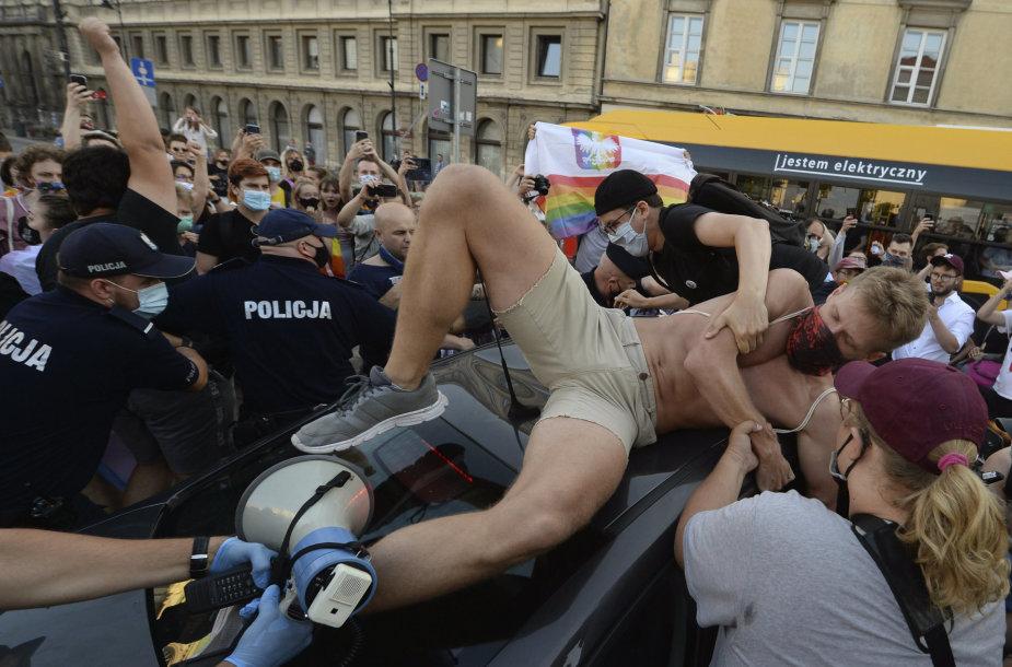 LGBT aktyvistų ir policijos priešprieša