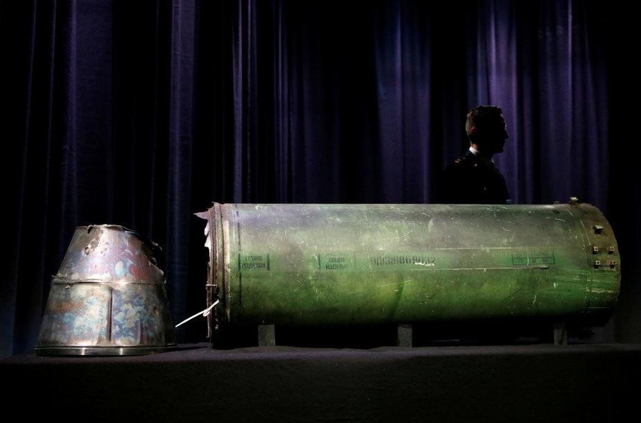 """""""Malaysia Airlines"""" lėktuvą pražudžiusios raketos """"Buk"""" fragmentas"""