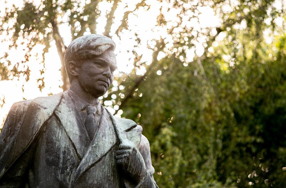 Rašytojo Petro Cvirkos skveras Vilniuje