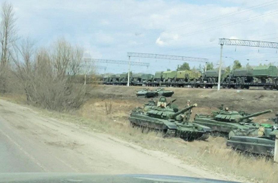 Rusijos karinė technika perkeliama prie Ukrainos pasienio