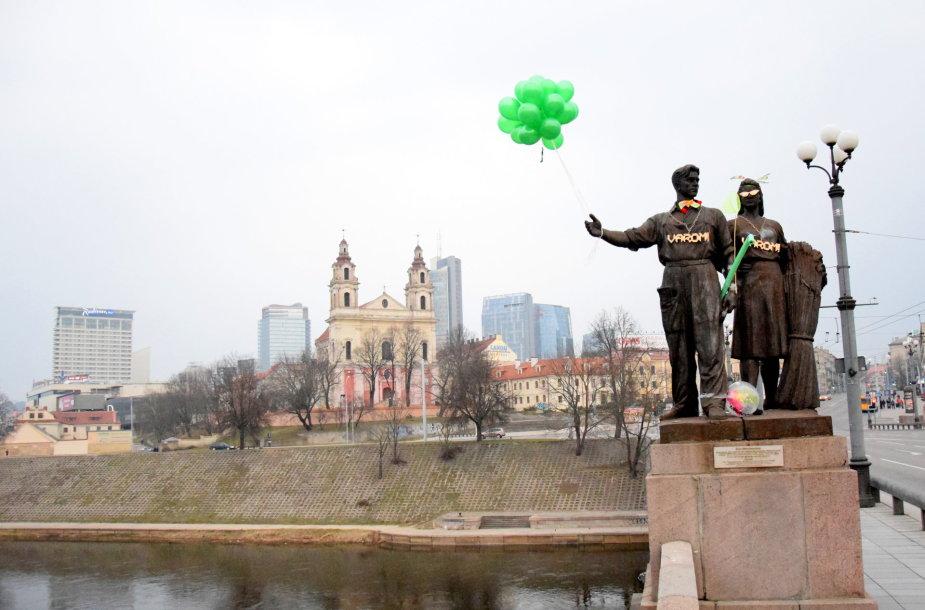 Papuoštos Žaliojo tilto skulptūros