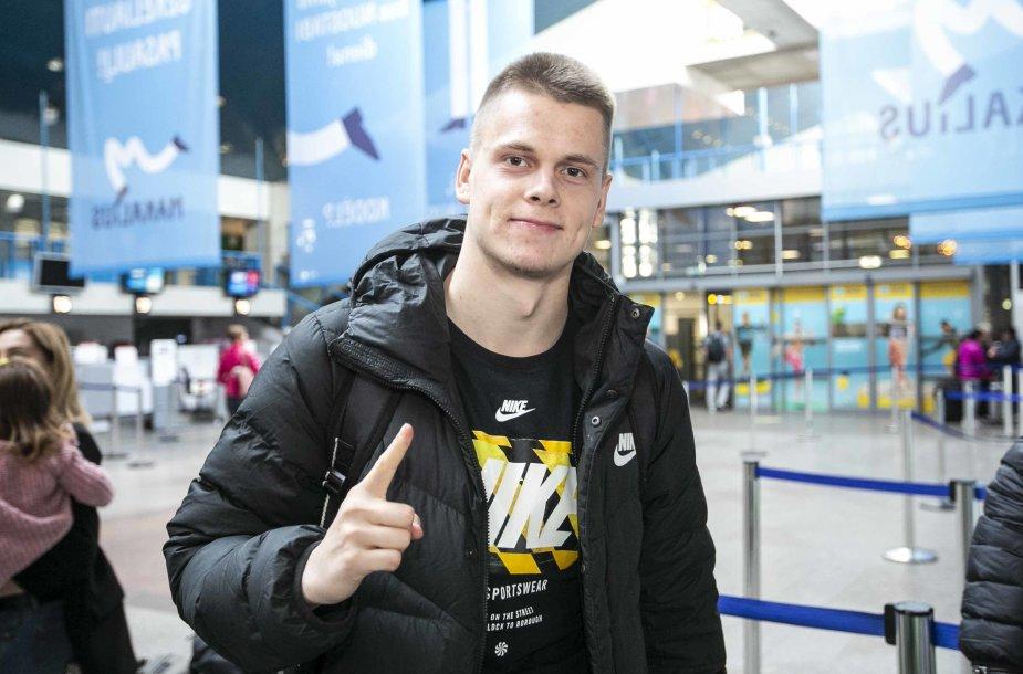 Plaukikas Danas Rapšys iškeliauja į varžybas