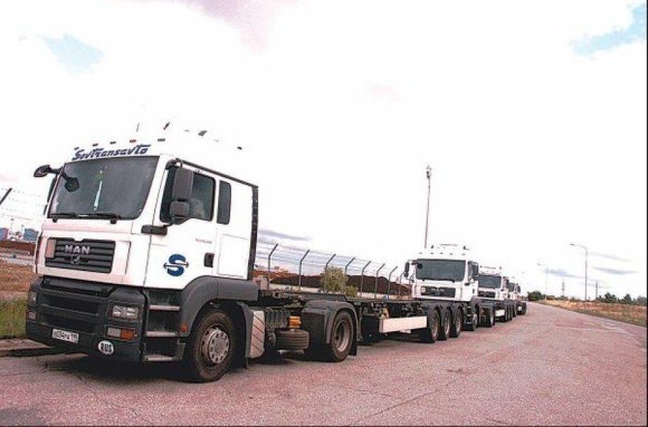 Vilkikai iš Rusijos vakar Klaipėdoje dar tebelaukė konteinerių.