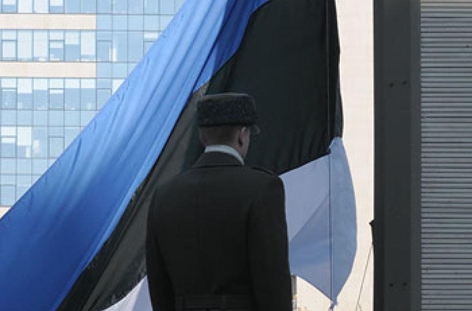 Keliama Estijos vėliava