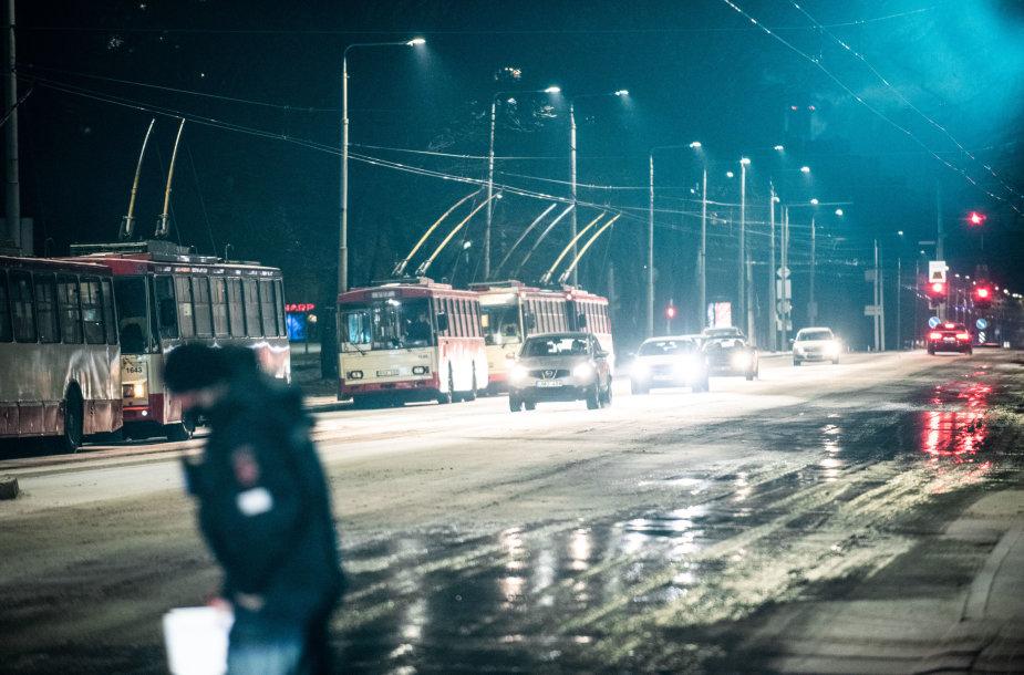 Plikledžio spąstai klupdo vairuotojus: pasipylė avarijos