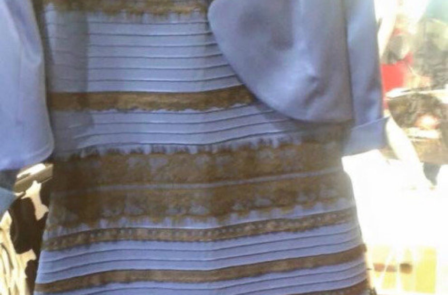 Kokios spalvos ši suknelė?