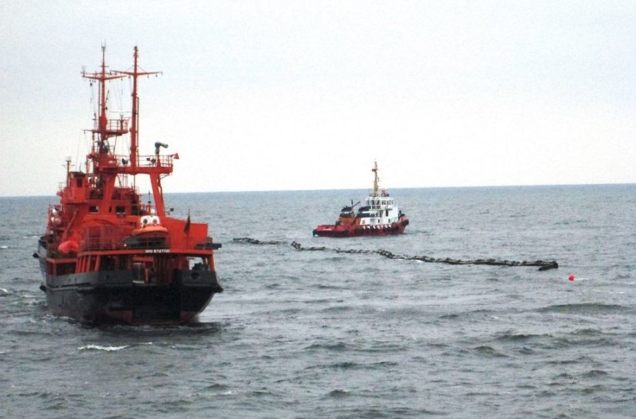 """Karinių jūrų pajėgų laivas """"Šakiai"""" pratybose"""