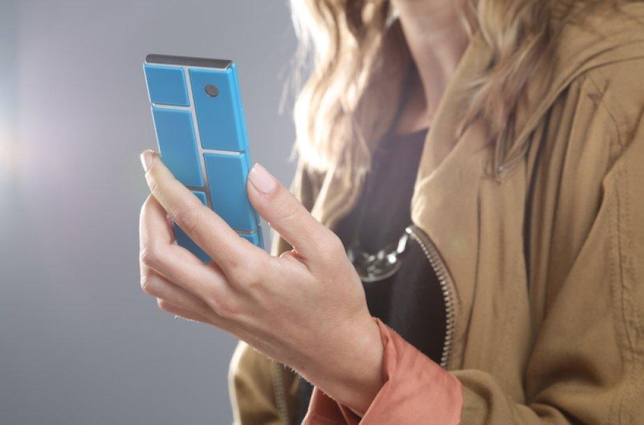 """""""Motorola"""" numato, kad telefono rėmas bus standartinis, tačiau kokias detales – ekraną, procesorių, kamerą, bateriją ir t.t. – naudoti, spręs pirkėjai."""