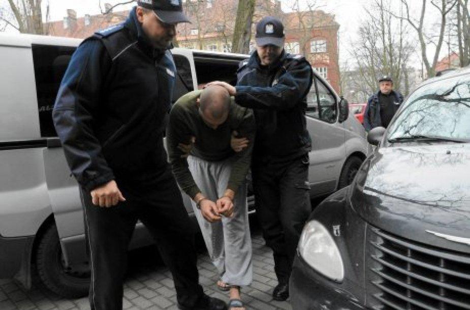 Avarijos kaltininkas Mateuszas S. vedamas į prokuratūrą