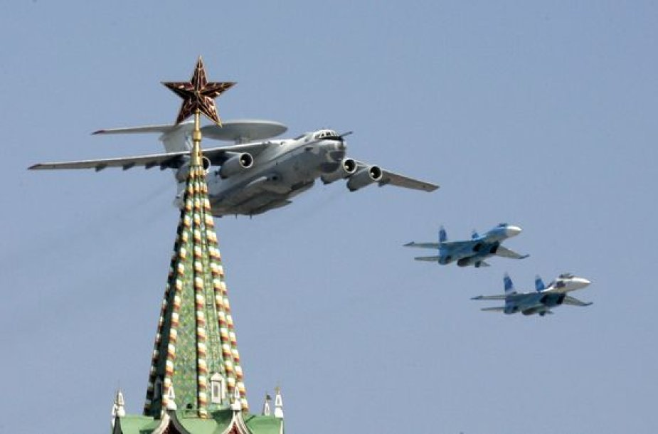 Rusų lėktuvai virš Raudonosios aikštės Maskvoje