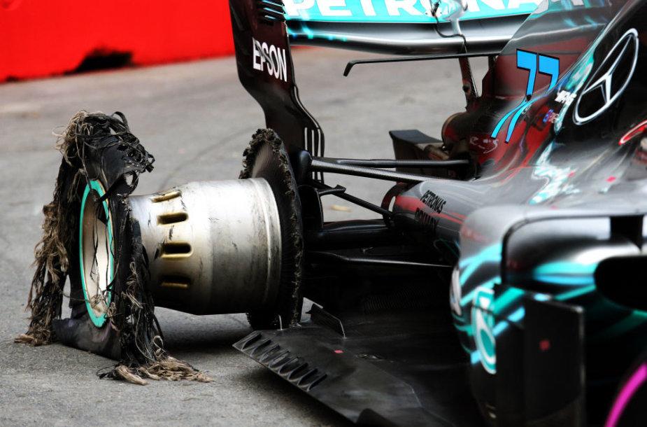 """""""Formulės 1"""" lenktynės Azerbaidžane, Valtteri Bottas prarado padangą"""