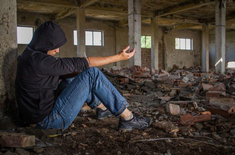 Nusikalsti linkęs narkomanas heroiną vartojo 13 metų