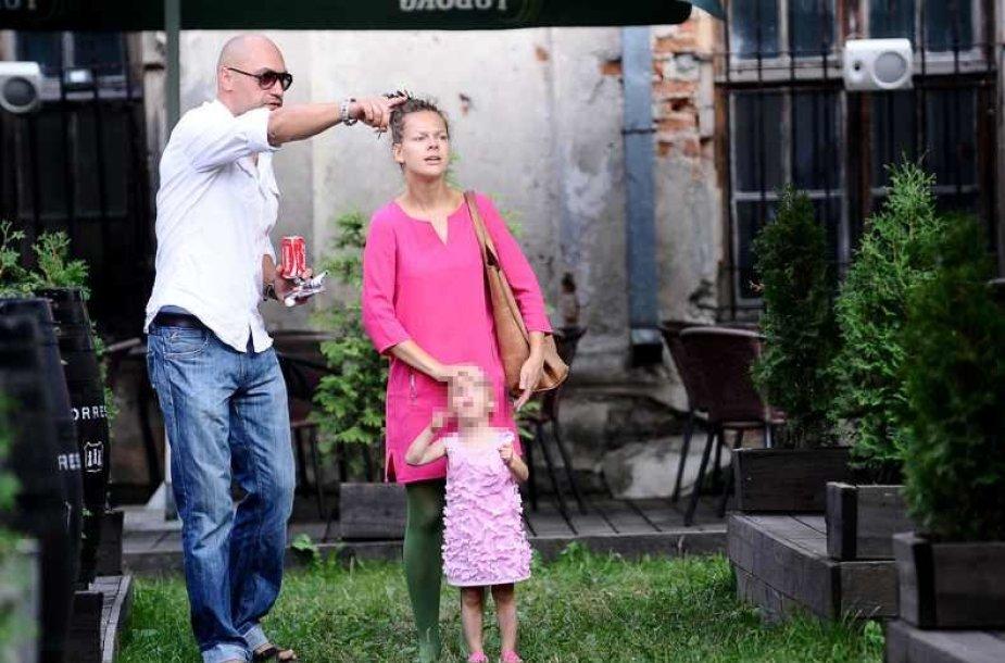 Jonas Jonušas su žmona Dominyka ir dukra