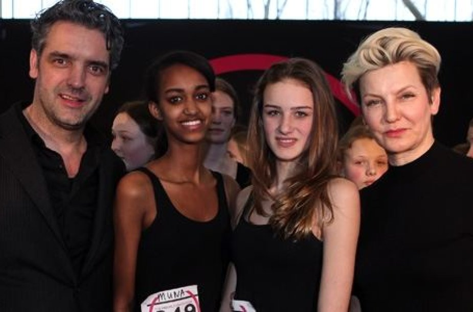Mauritz Briet ir Mariana Verkerk su modeliais