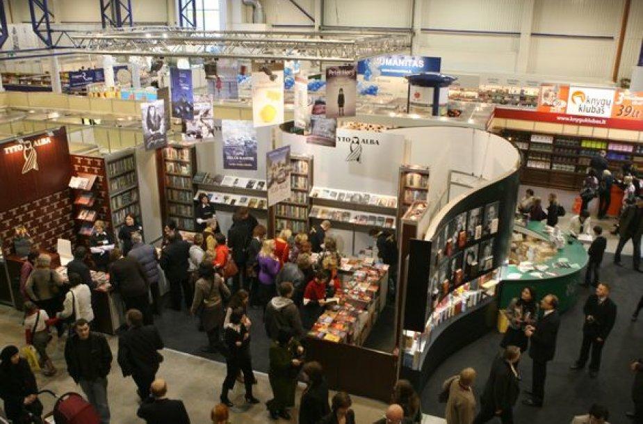 Vilniaus knygų mugė kiekvienais metais sutraukia dešimtis tūkstančių lankytojų.