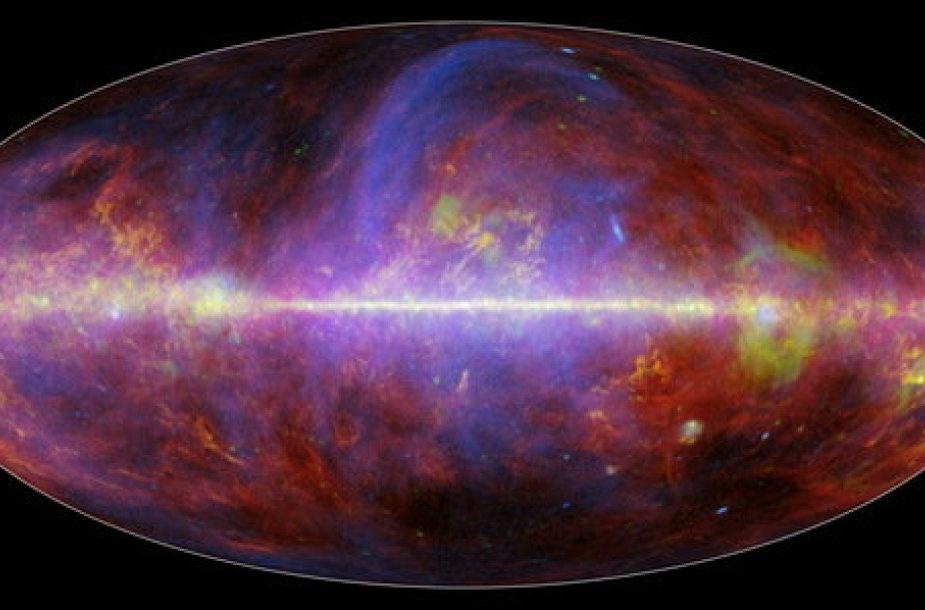 Paukščių tako galaktikos vaizdas mikrobangomis, kuris buvo užfiksuotas Europos kosmoso agnetūros Plancko palydovu