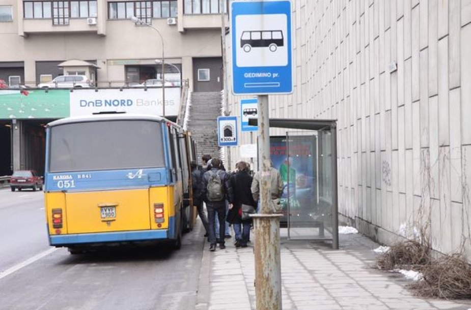 Autobusas stotelėje