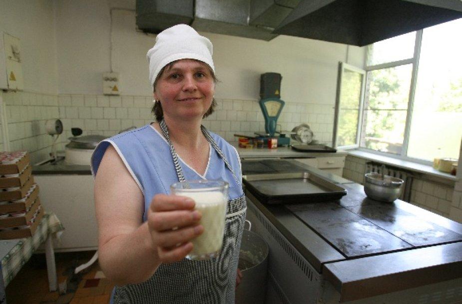 Smulkieji tiekėjai tvirtina, kad miesto darželiams norima įpiršti brangesnį pieną