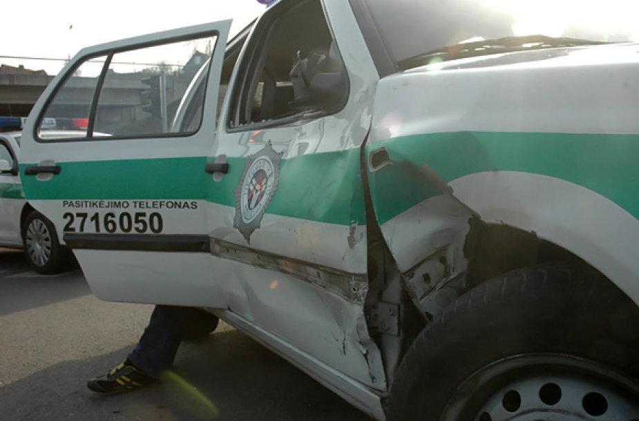 Sudaužytas policijos automobilis
