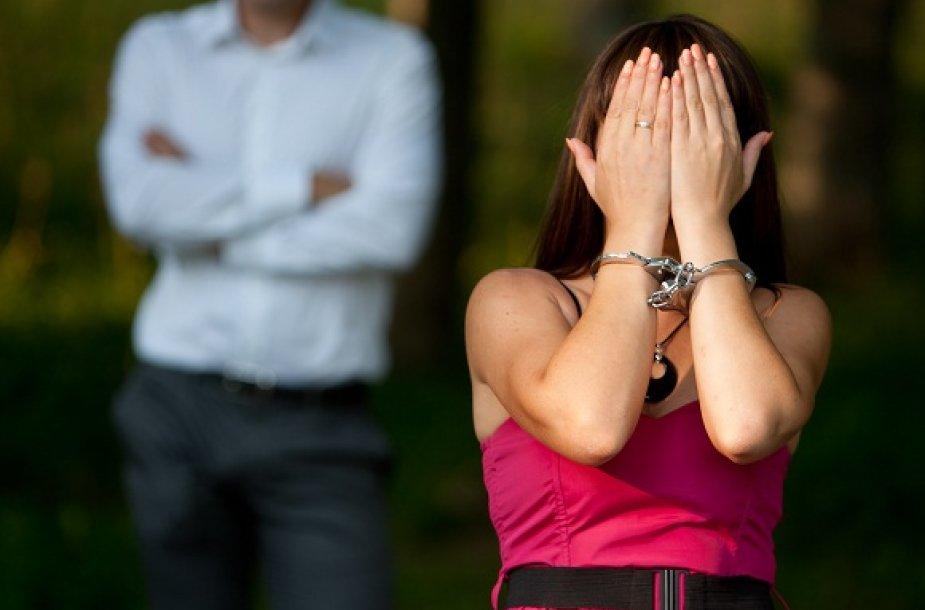 Smurtas prieš moteris vyrauja net ir itin išsivysčiusiose valstybėse.
