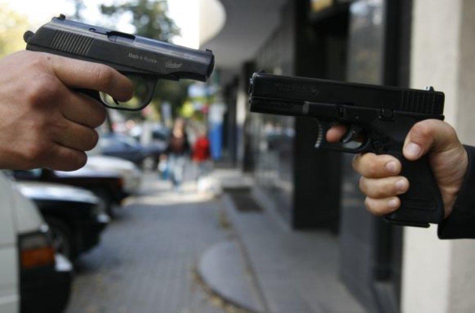 Tikimasi, jog įstatymo pataisos padės užkirsti kelią nusikaltėliams, kurie be leidimo įsigiję dujinį pistoletą nesunkiai perdirba jį į kovinį.