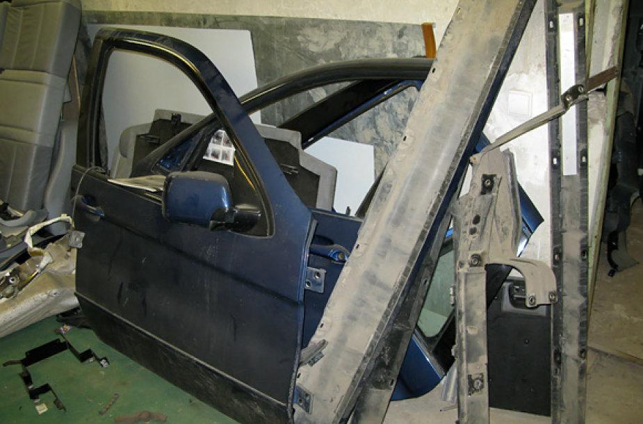 Garaže rastos BMW X5 dalys