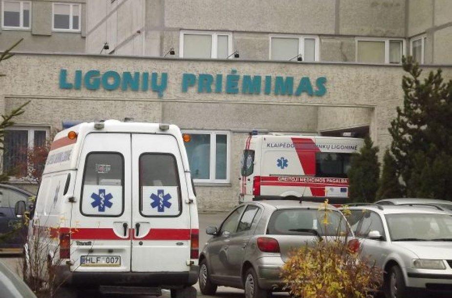 Į Klaipėdos jūrininkų ligoninės Priėmimo skyrių patekę pacientai čia pat skirstomi į tuos, kurie nori pagulėti, ir į tuos, kuriuos būtina guldyti.