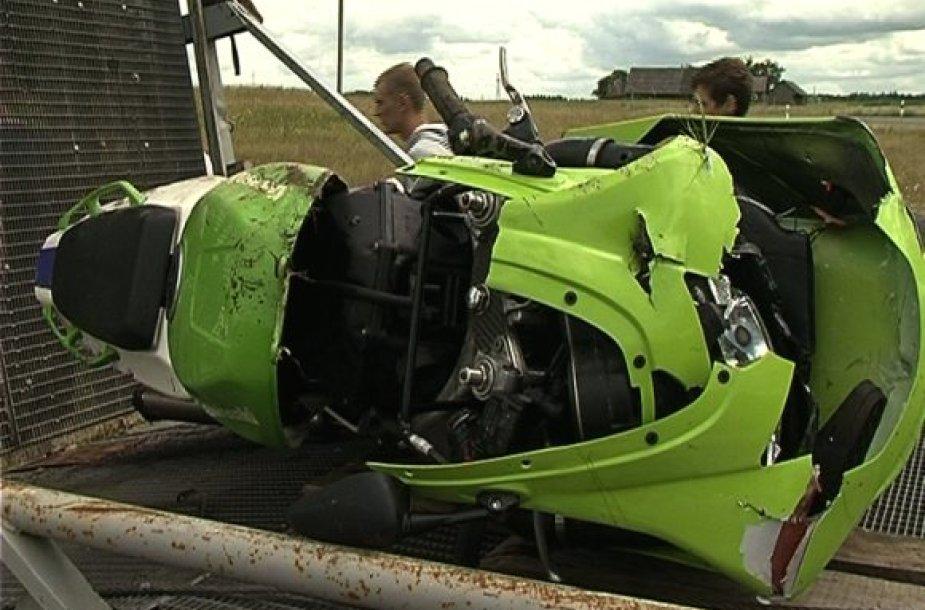 Vairuotojas nesuvaldė motociklo ir nuskriejo nuo kelio dėl didelio greičio.