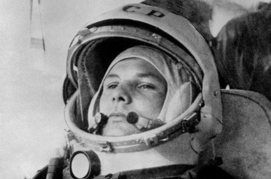 Jurijus Gagarinas autobuse pakeliui į Baikonūro kosmodromą