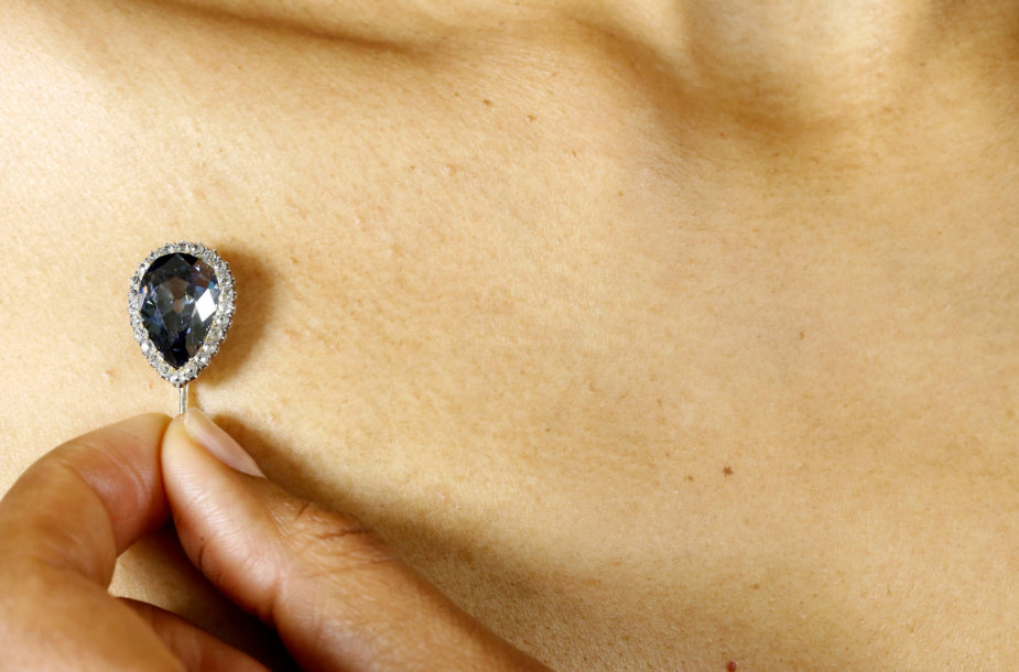 Žydrasis 6,16 karato kriaušės formos Farnezės deimantas