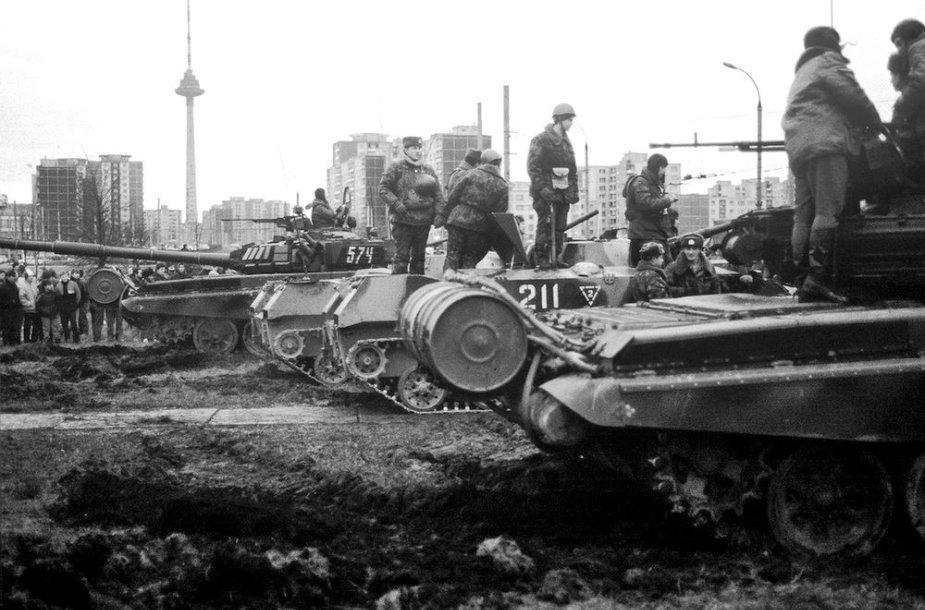 Sovietų karo technika prie Spaudos rūmų