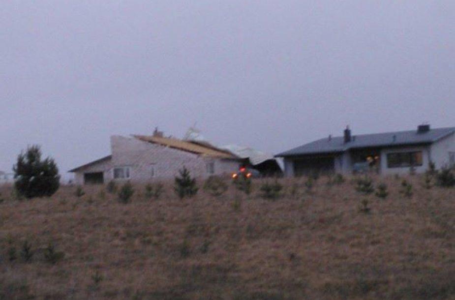 Nuplėštas namo stogas Lazdijuose