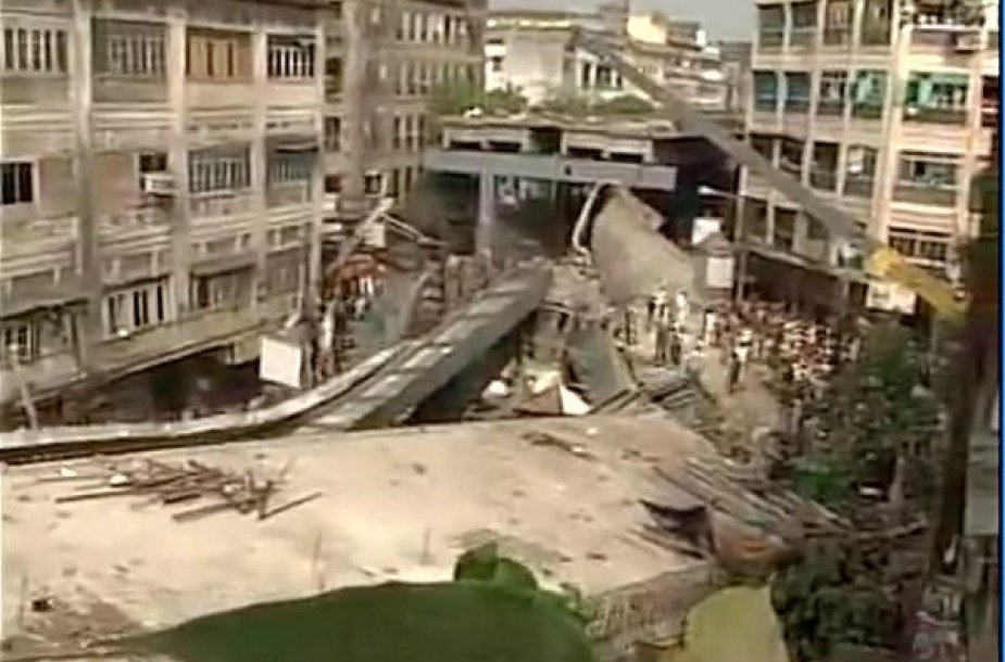 Sugriuvęs statomas tiltas Indijoje