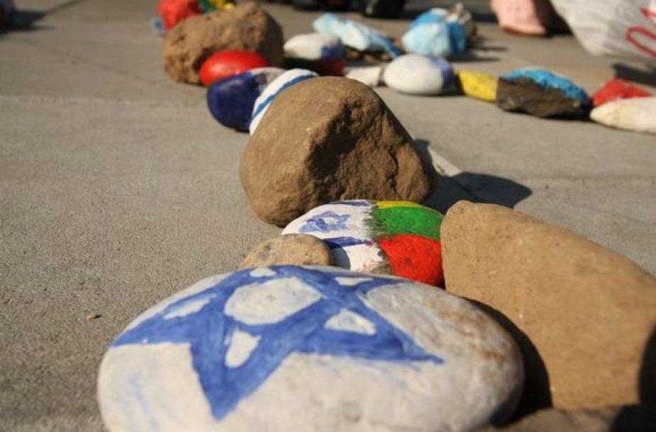 Rūdininkų skvere Vilniaus moksleiviai pagerbė žydų genocido aukas.