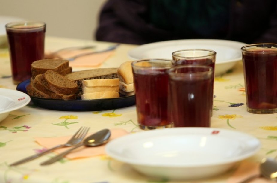Atnaujintoje valgykloje – pirmi pietūs